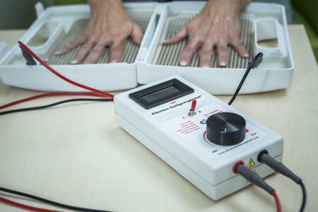Elektro antiperspirant aplikují v ostravské Fakultní nemocnici