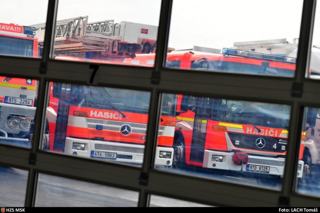 Nepřehlédnutelné vozy moravskoslezských hasičů. Foto: hzs msk