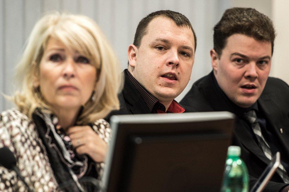Tři mušketýři V+A+R. Nejznámější trojice radních v Ostravě aneb všehoschopné trio sociálně demokratických zastupitelů Věry Válkové, Adama Rykaly a Rostislava Hřivňáka