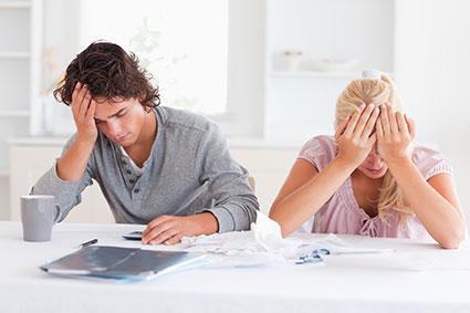 Dluhy silně zasáhnou do vašeho života. Neodkládejte jejich řešení a oslovte právníka, který vám s tím pomůže